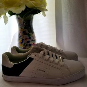 New Size 11 white and Blue Tommy Hilfiger Sneakers